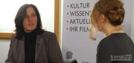 Rotes Sofa - Sabine Eder
